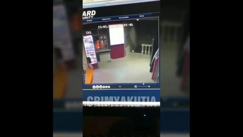 В Якутске орудуют серийные грабители в охотничьем костюме