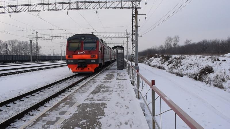Электропоезд-коротышка ЭД9М-0232. Отправление от Укладочного.