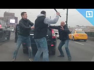 Бита VS молоток. Дорожный конфликт в Петербурге