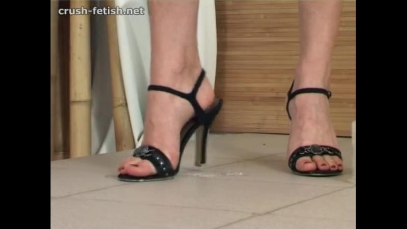 Crush cricket black sandals