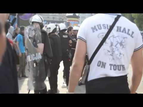 Русские вломили поЛЯКам в Варшеве в польше на ЕВРО 2012 ВОТ ТЕБЕ И КУРВЫ
