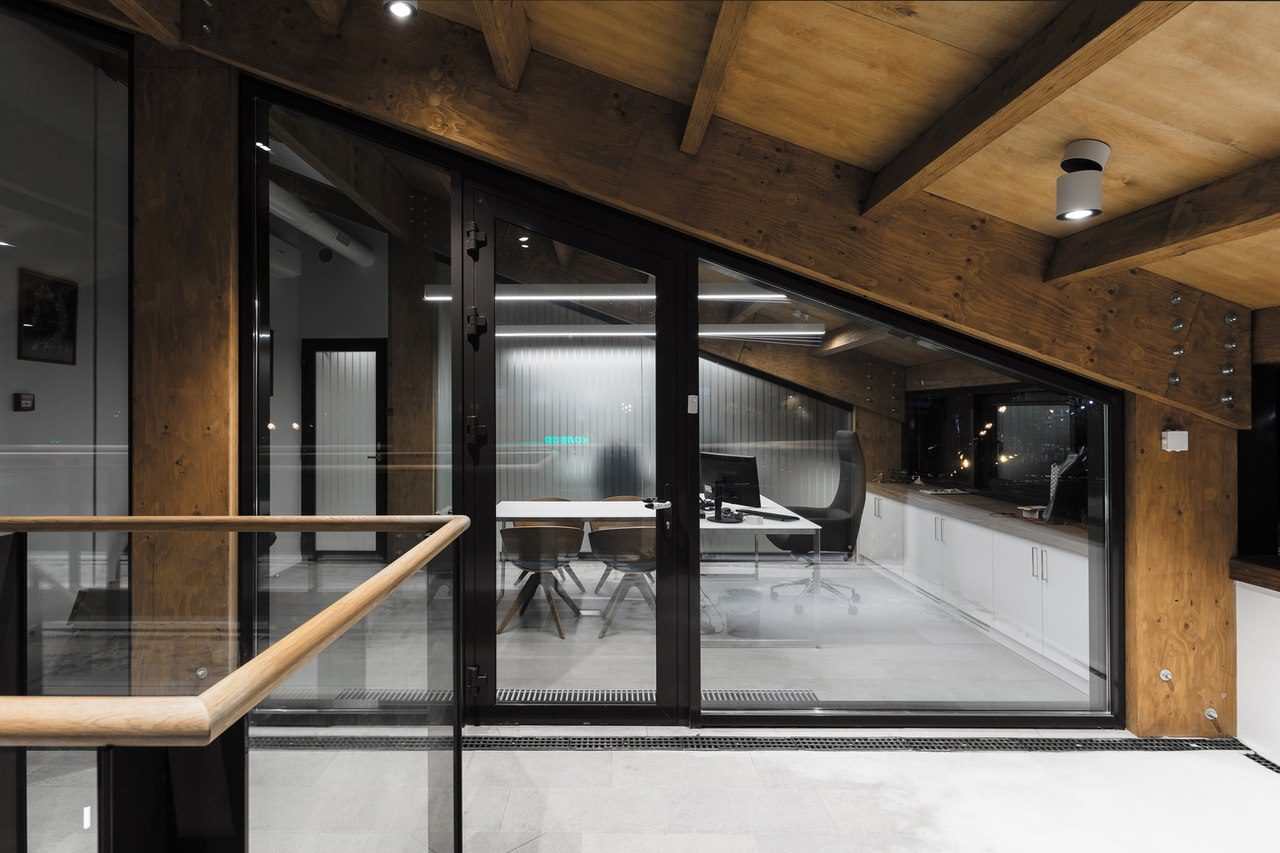 Wooden Office / AB CHVOYA