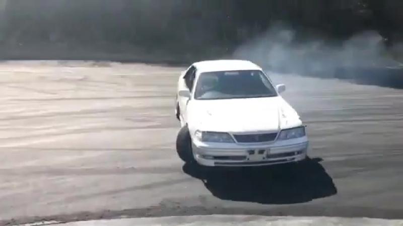 Toyota Mark II JZX100 Ebisu corner drift