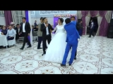 [v-s.mobi]Братья спели сестренке на свадьбе.Уйгурская песня «Сиңлим».mp4