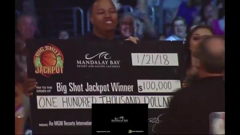 Фанат Лэйкерс получает 100 тыс долларов за реализованный бросок с середины площадки