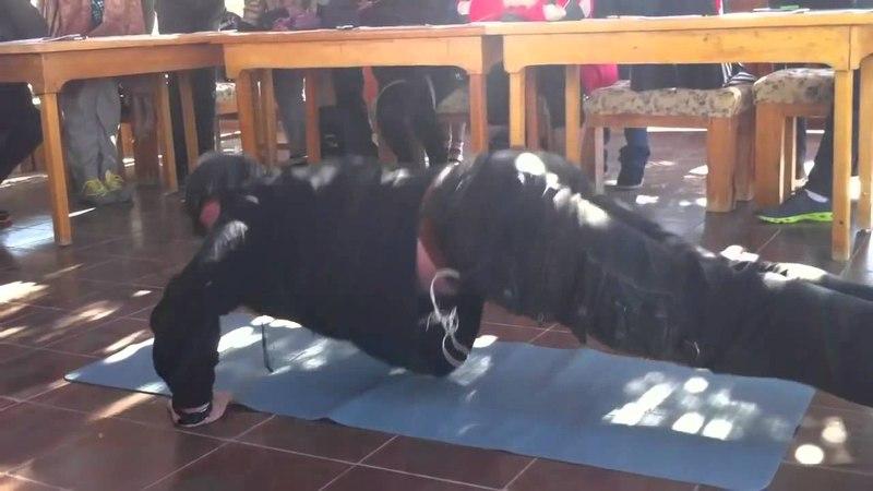 Голтис показывает технику упражнений 'Отжимание' Египет 2012 imbf org