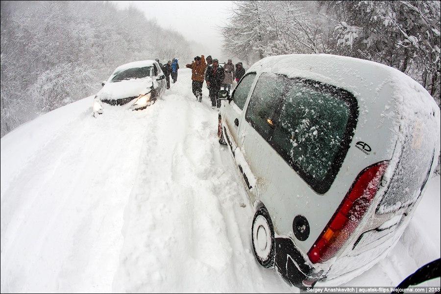 Машина упала с горы Ай-Петри, есть пострадавшие