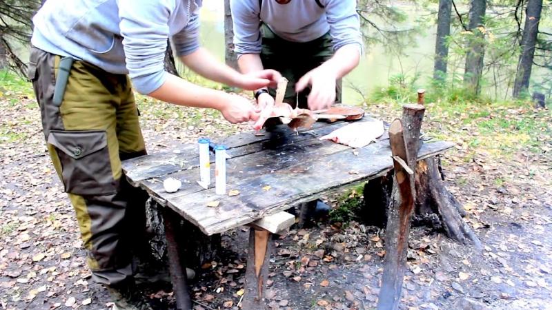 Дикая кухня - ЖАРЕНАЯ ЩУКА НА ОГНЕ В РАСЩЕПЕ _ Cooking Fish Bushcraft Style
