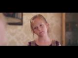 Девочка поет круть