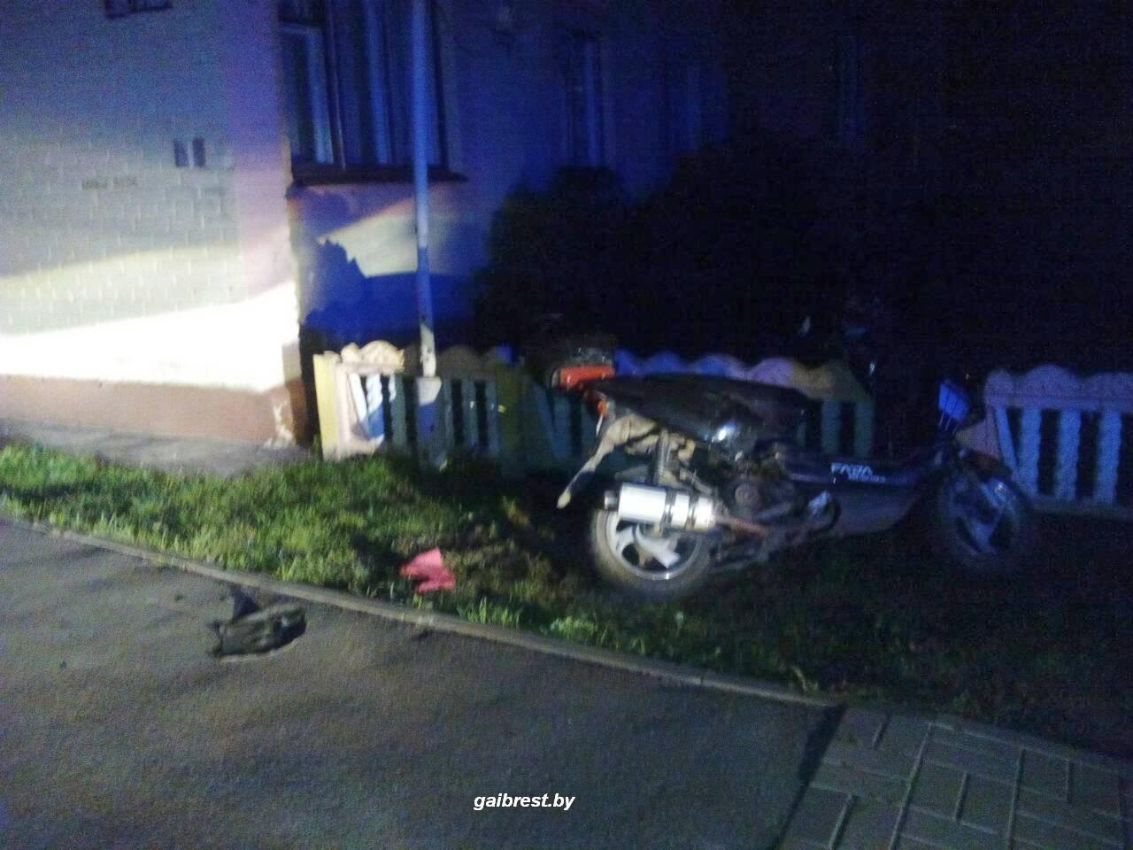 В Иваново пьяные школьники на мопеде удирали от ГАИ и попали в ДТП