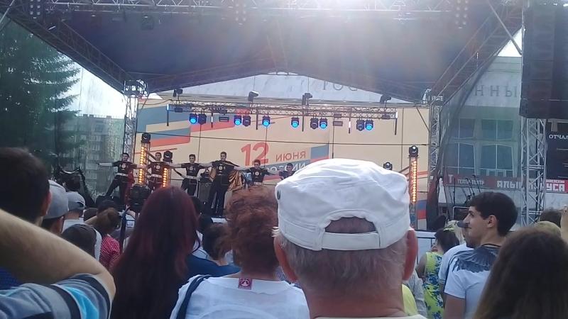 красноярскденьроссииАрмянский танец Арцахтеатральнаяплощадь
