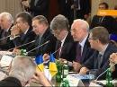 Провал круглого стола: смелый Азаров и Янукович, который ничего не боится