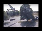В США самолет врезался в дерево