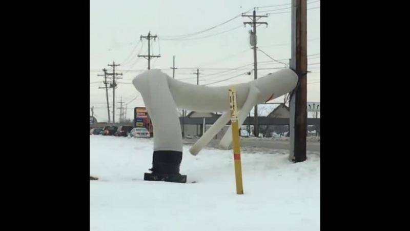 Wacky waving inflatable tube man gone wild... 😂