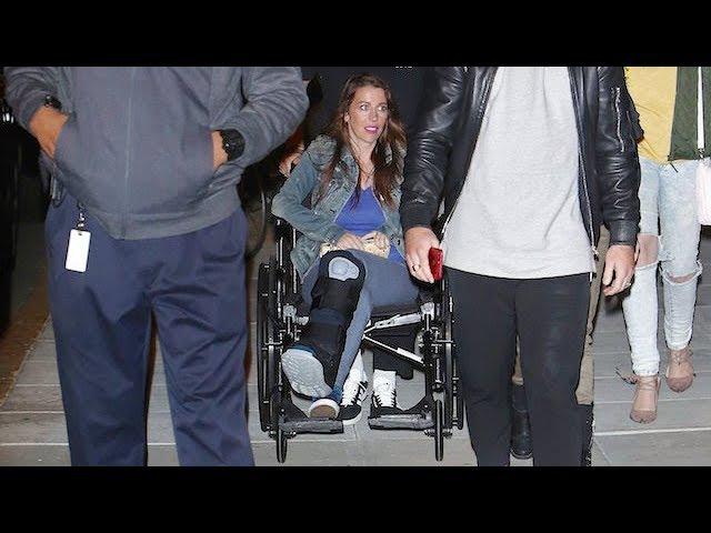 Justin Biebers Injured Mom Joins Him At Church
