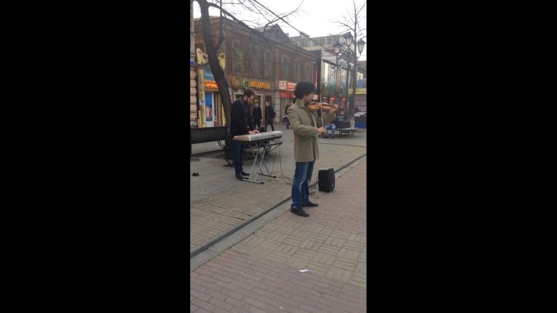 Скрипач и пианист в Челябинске. Улица Крова. Приятная игра.
