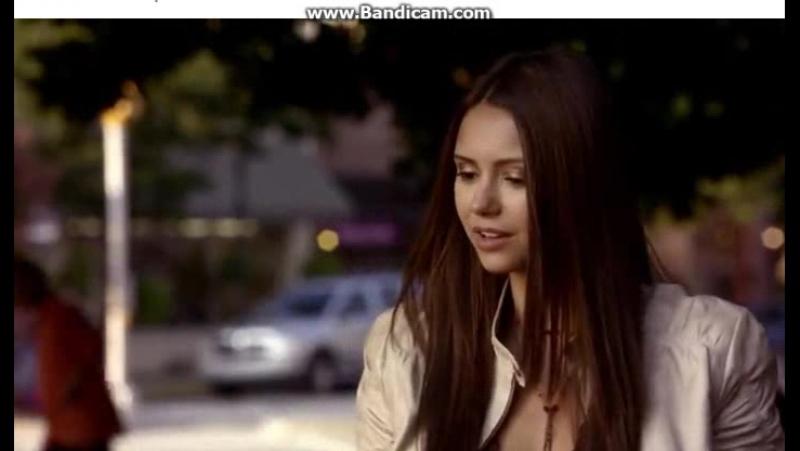 Дневники вампира. Елена расстроена, что Стефан не звонит, Кэролайн хочет подойти к Деймону