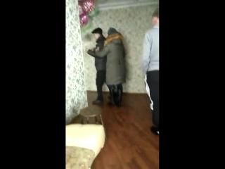 Подростков избили за громкую музыку хозяева квартиры. Соседи пожаловались