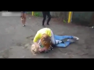 TWO GIRLS FIGHT AT SCHOOL WITH A LITTLE PUSH - YouTube