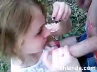 Хорошо в деревне летом, дочка радует минетом (порно отсос teen )