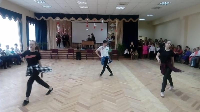 Современный танец в исполнении Елизаветы Мироновой, Анастасии Петровой и Давида Лапачи