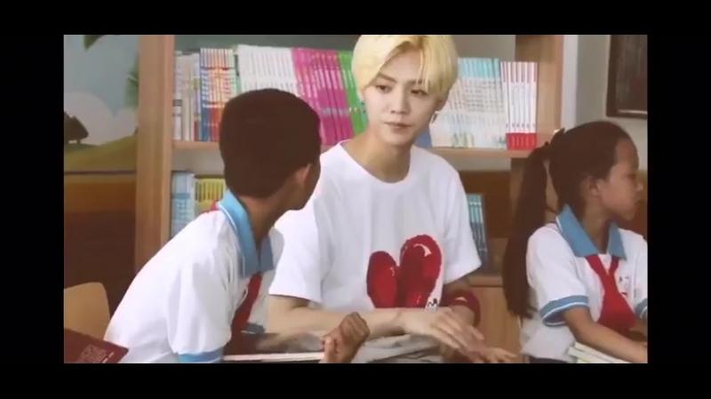 Лухан общается с детками