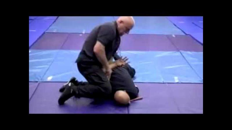 Handschellen Handfesseln anlegen rücken Polizei Aikido Based Tactical Handcuffing