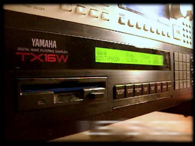 Yamaha TX16W (Microesfera Demo Play) Short demo using Typhoon 2000 OS