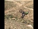 Свободное падение на кроссовом мотоцикле.