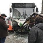 В Москве рейсовый автобус врезался в остановку