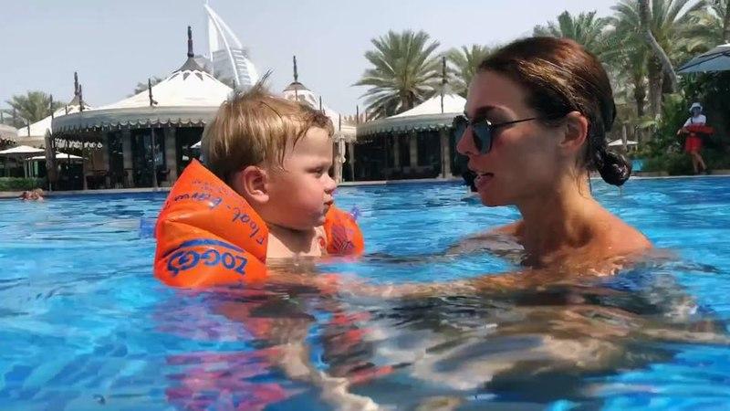 """ANNA SEDOKOVA on Instagram: """"МойГерой ❤️ Вот так, в 11 месяцев, мы уже самостоятельно плаваем в бассейне. Это было очень страшно, признаюсь вам, о..."""