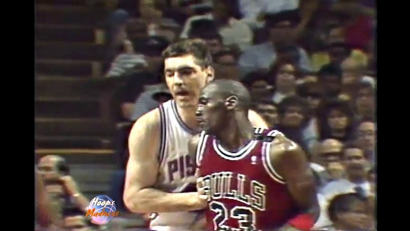 Bill Laimbeer Pushes Michael Jordan Without a Reason! (1989 Playoffs)