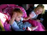 Ребёнок танцует под музыку😅Смешные дети)🌷