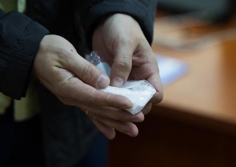 В Таганроге у мужчины изъяли синтетический наркотик в крупном размере