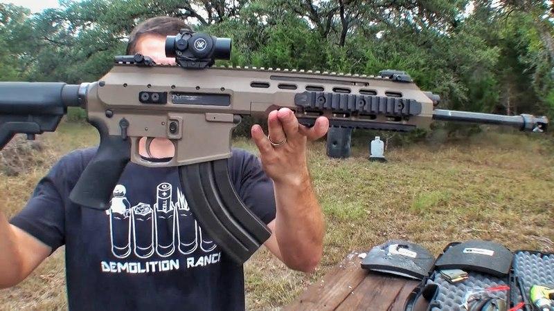 Гибрид AR 15 и калаша против керамической брони Разрушительное ранчо Перевод Zёбры