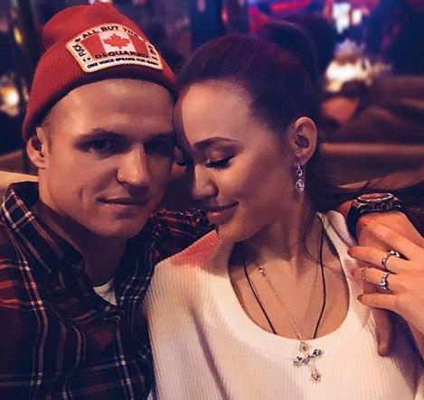 Фанаты поздравляют Тарасова и Костенко с помолвкой.