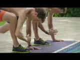 Братья Брайан на тренировке в бассейне