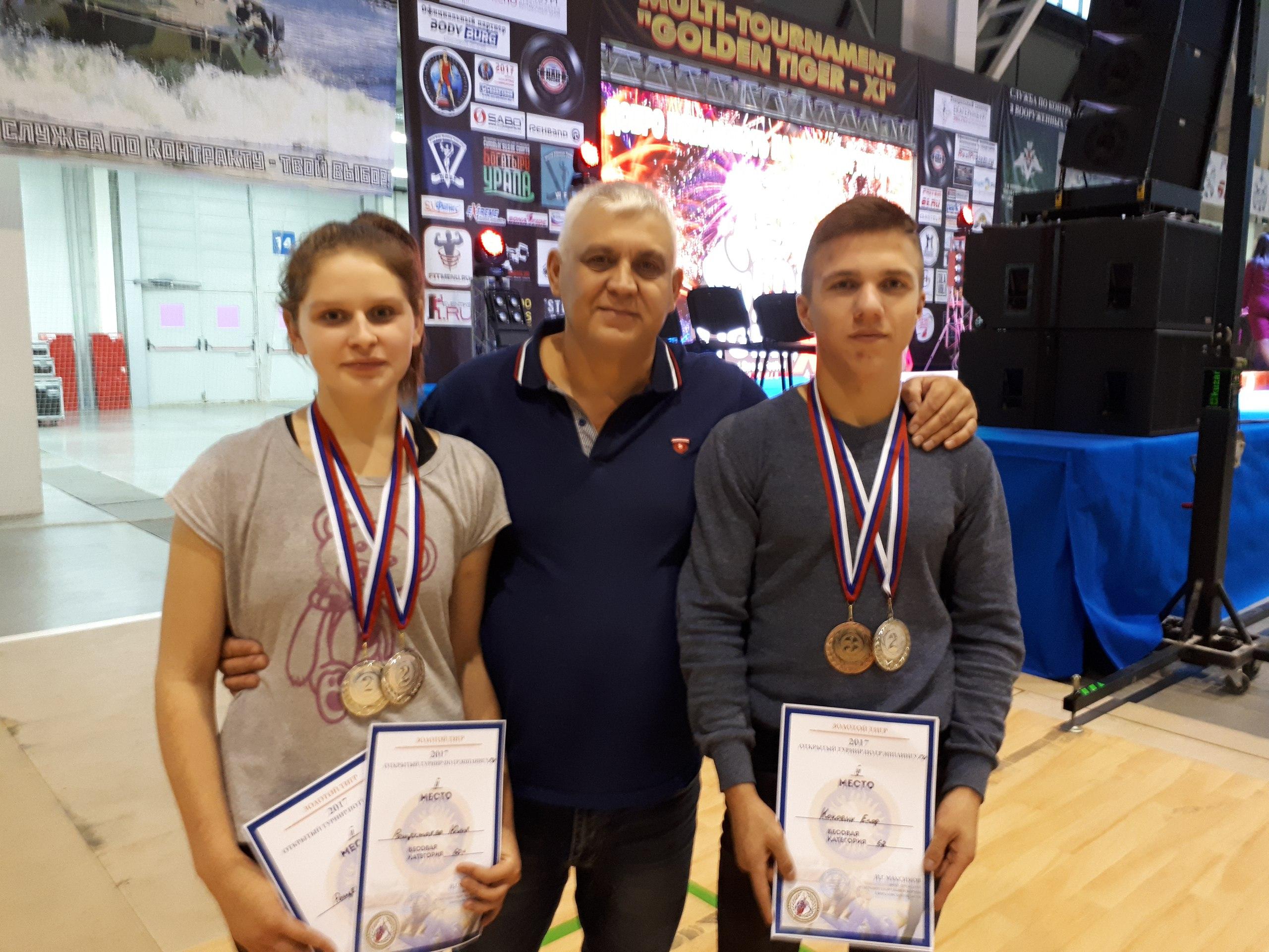 Радик Гилязов (в центре) с Юлией Рощектаевой  и Егором Коковиным