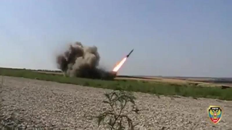 В ДНР продемонстрировали боевые способности реактивных систем залпового огня собственного