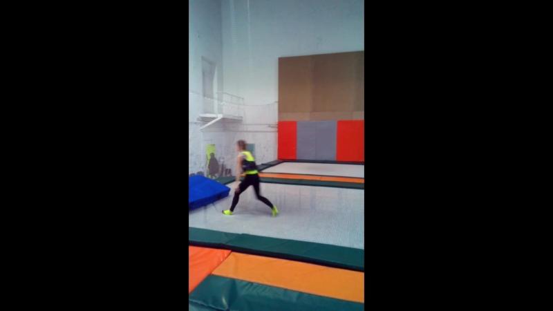 учимсвязку сальтоназад handtohand trampoline tambling www.facebook.com/andrey.khrapov.58 backflip