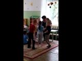Стася знакомится с детками в садике )