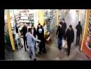 Как не пускают покупателей в магазины в ТЦ Версаль №3