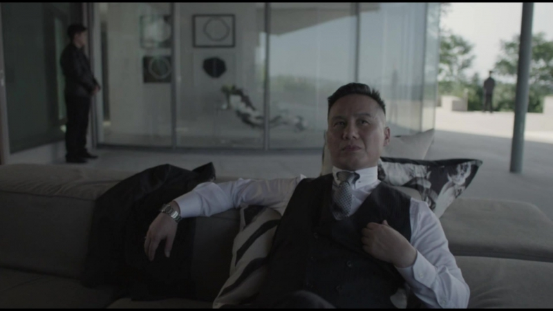 Если потянуть за определенные нитки то каждый становится марионеткой. кадр из сериала Мистер робот.