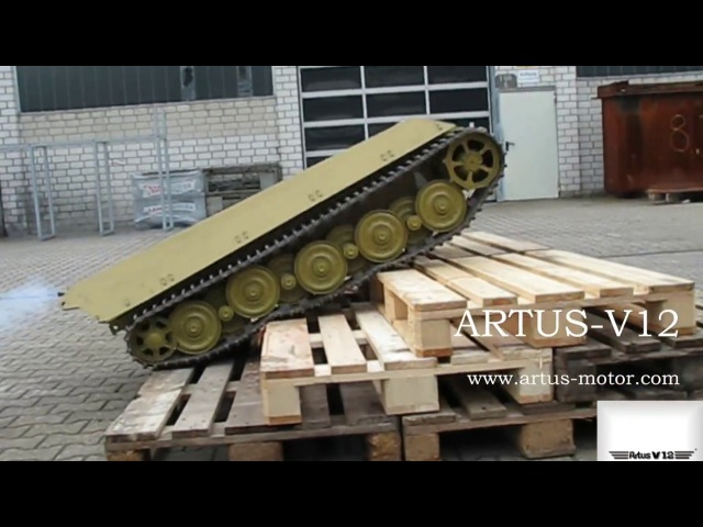 1/4 scale V12 engine - Artus-V12 inside an King Tiger Tank