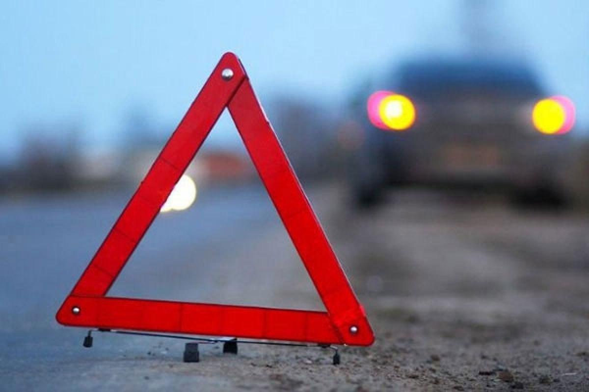 На трассе «Ростов-Таганрог» отечественная легковушка влетела в отбойник, один пострадавший
