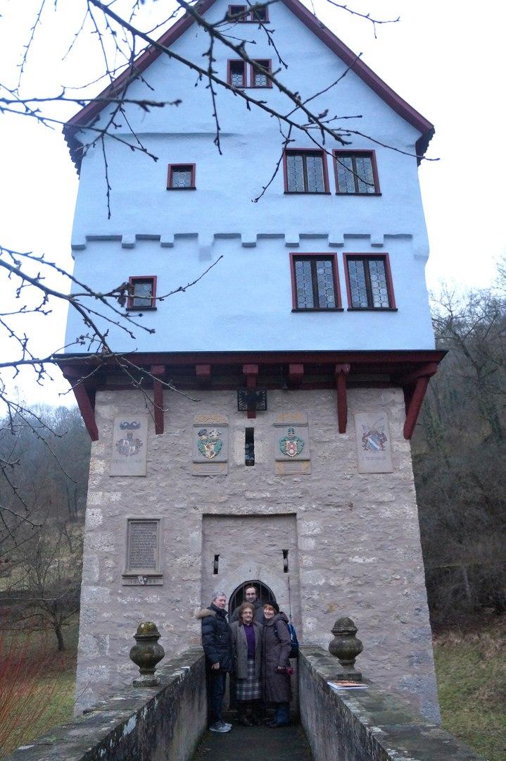 Самый маленький замок в мире самый, замок, здесь, Хозяйка, мельника, Сейчас, город, замка, города, ничего, через, находится, башни, очень, позвонить, месту, этому, подойтиподъехать, дверь, достаточно
