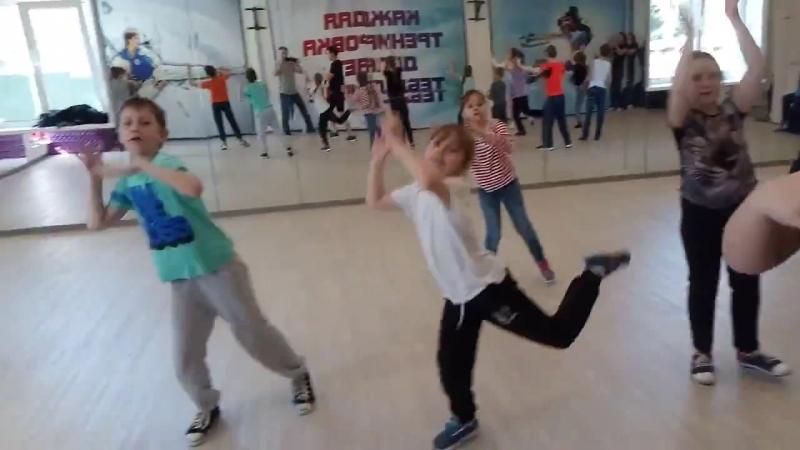 Репетиция перед концертом. Слабослышащие дети. Территория Танца Танцуют все