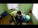 Техника перемещения лежачего больного с кровати на коляску с использованием скользящей простыни