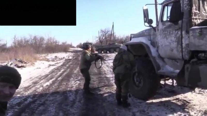 Дебальцево. Вывод пленных бойцов ВСУ с места боестолкновения.