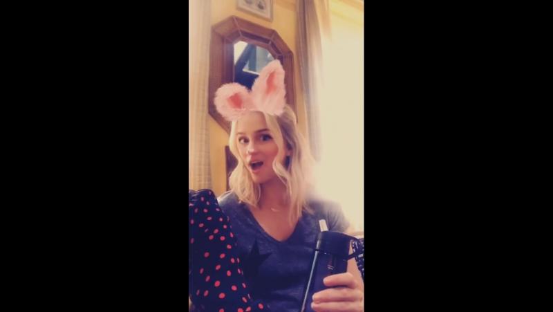 Shay Mitchell on Instagram Story (19 октября 2017) ft. Elizabeth Lail